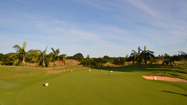 Where can we play footgolf in Mauritius