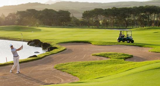 Golf like a champion in holidays