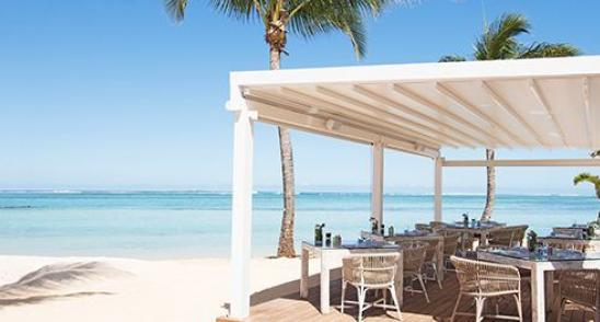 Palmier beach front restaurant at Heritage Le Telfair